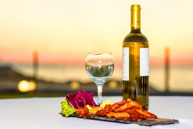 It is almost sunset time, here, at Cretan Pearl Resort & Spa and just before dinner we begin our voyage to the delights of the eastern cuisine with tender chicken tandoori in a bath of mango sauce, accompanied by a glass of exuberant white wine...