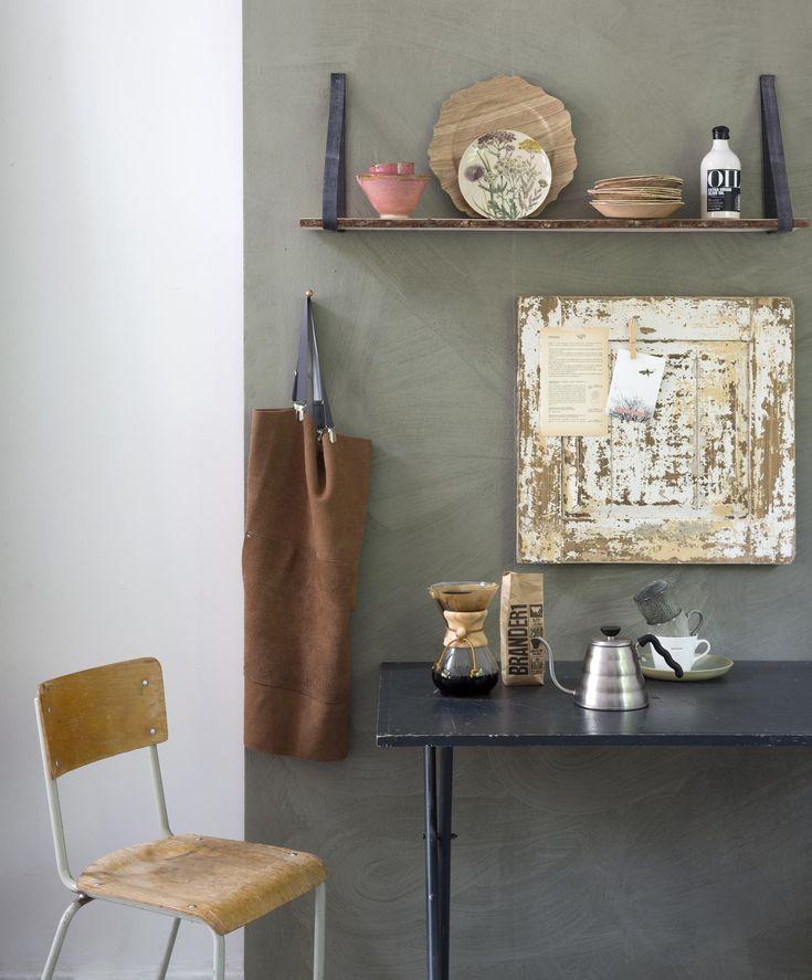 Old cabinet door, new memo board | Styling Leonie Mooren | Photographer Anouk de Kleermaeker | vtwonen August 2015