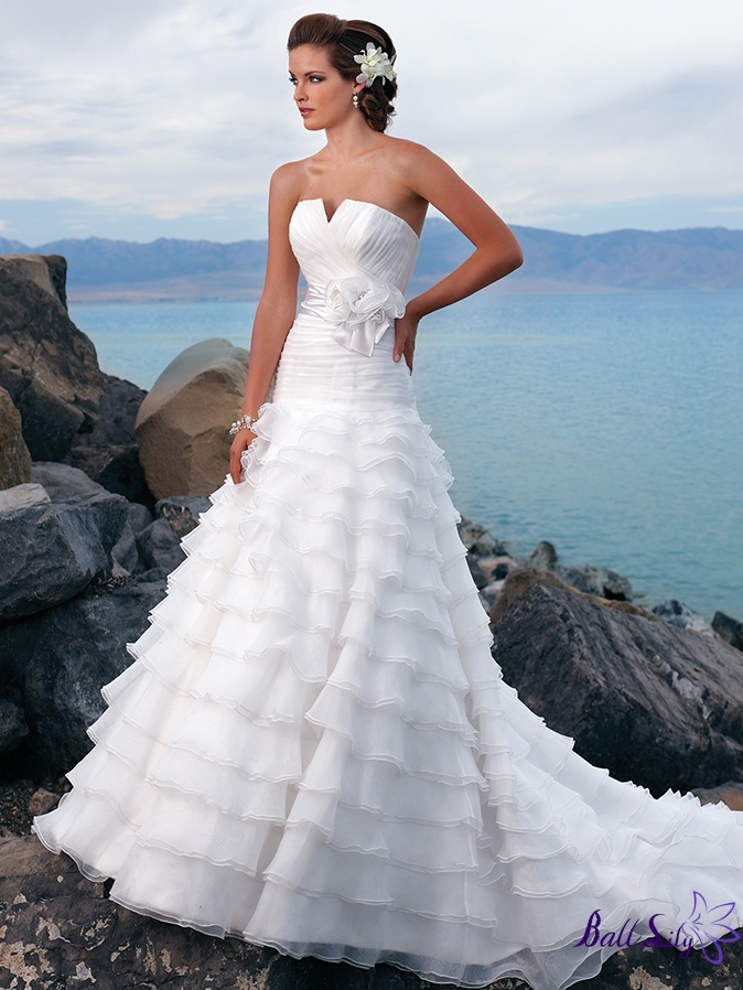 182 best BRIDAL images on Pinterest | Wedding frocks, Bridal gowns ...