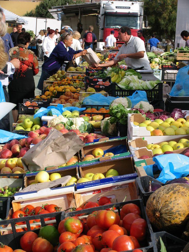 Sardinia | Mercato di Santa Teresa | Mercato settimanale ogni giovedi mattina