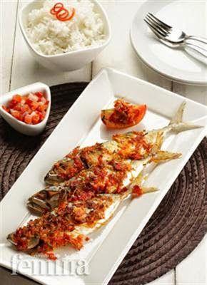 Ikan Kembung Panggang Rica-Rica Siram Sambal Dabu-Dabu,Mengolah ikan dengan cara disup, dipepes dan dipanggang merupakan metode yang saya s...