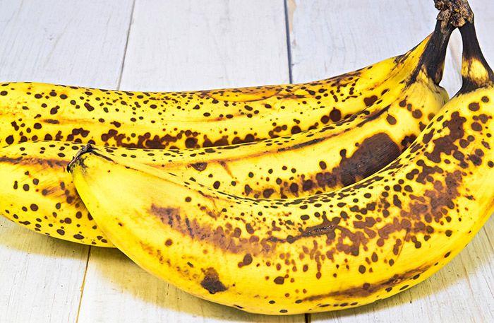 """Nån stans långt inne i mig har jag fått för mig att man inte ska äta så mycket bananer, för det är en """"fet"""" frukt. Suck…. så mycket kostråd som naglar sig fast i hjärnan och bara..."""