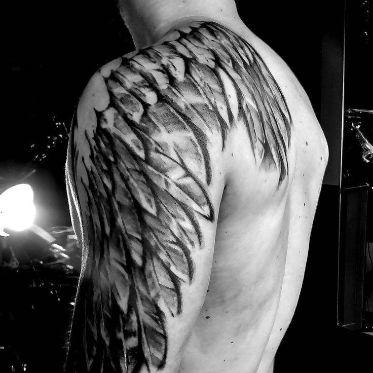 """""""#tattoorana #alextakahashi #tattooasa #wingstattoo #pretoecinzatattoo #blackgrayandgreytattoo"""""""