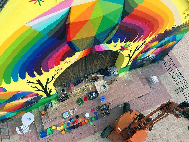 Deze kunstenaar tovert verlaten kerken om tot de meest kleurrijke kunstwerken - Froot.nl
