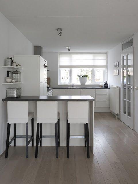 Keuken met keukenbar