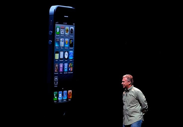 El nuevo teléfono pesa 20% menos que el iPhone 4S.