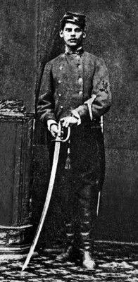 """Francisco Tapia, Sargento del regimiento Cazadores a Caballo. El parte de J. F. Vergara de Germania dice """"Desviado en la persecución del grueso de su fuerza, acompañado del soldado Pedro Castro se halló al frente de una partida enemiga compuesta de 12 a 15 hombres y los reconoció a muy corta distancia."""" """"Le dijo al soldado que era preciso cargarlos . porque no podían deshonrar su regimiento volviendo la espalda al enemigo"""". Cargó solo, mató a tres enemigos y lo mataron de un balazo en el…"""