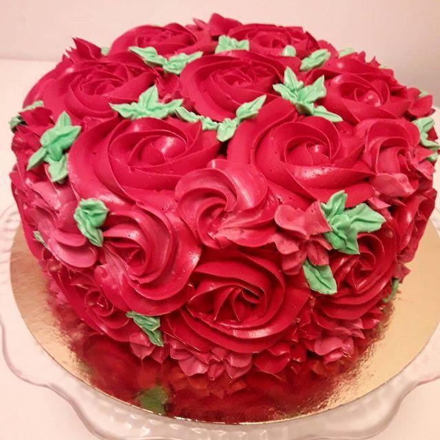 #tortwróże #róże #roses #tortdlakobiety #tortdladziewczyny #cakewithroses  #tortdlamamy #buttercreamroses