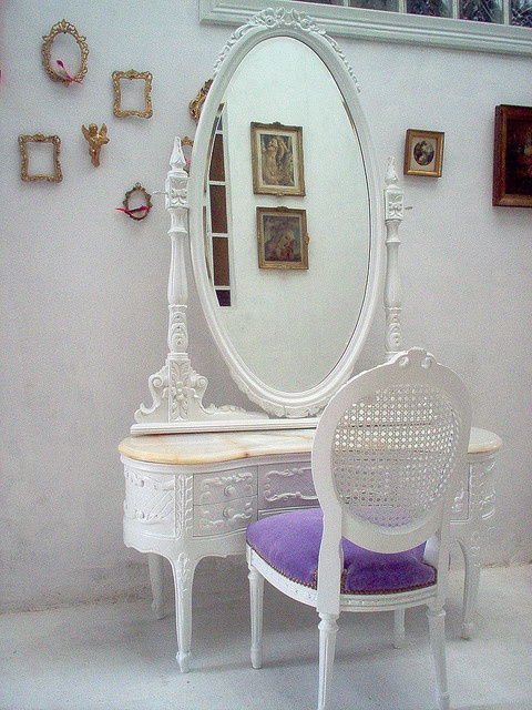 Lovely vanity set