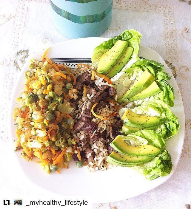 Nos encanta compartir las recetas que ustedes preparan 👌💪 les dejamos este almuerzo cortesía de @_myhealthy_lifestyle #Repost @_myhealthy_lifestyle (@get_repost) ・・・ Almuerzo casero 🍴 Bowl de vegetales al vapor *zanahoria, habichuela, arveja, brocoli, coliflor y zucchini amarillo* con salsa de tomate natural y una mezcla de hierbas italianas • cubos de lomo de res adobada con la mezcla de @tomacol la de carnes + 1/3 de taza de arroz integral + cebolla cabezona + cilantro + ajo dulce •…