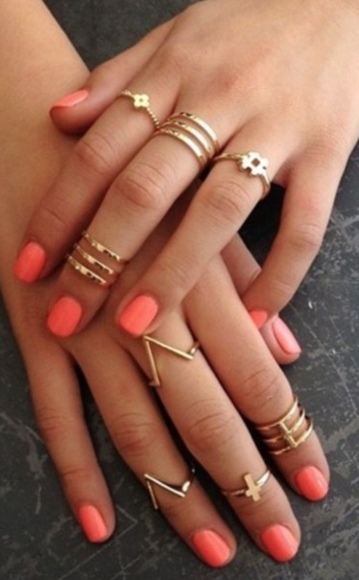 Gold rings/ midi rings + coral nails