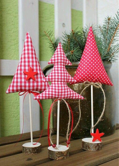 Mira todos los hermosos diseños navideños para decorar tu casa usando tela en blanco y rojo. Esta combinación es perfecta para la Navidad y...