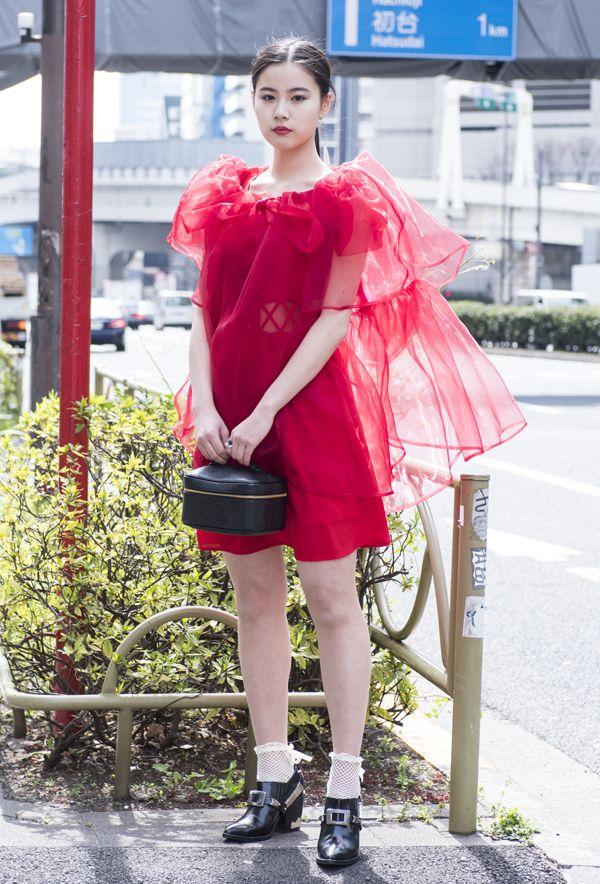 【キャンパス・パパラッチ DAILY】リトゥンアフターワーズのシースルートップをまとって、四谷奈々可さん -文化服装学院入学式2017- http://soen.tokyo/paparazzi/daily/daily393/