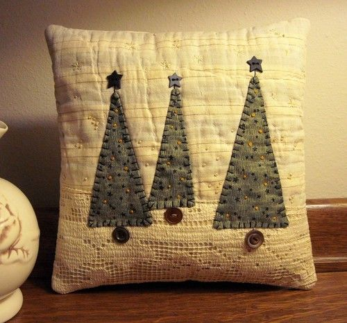Primitive-Folk-Art-Fabric-Art-Three-Christmas-Tree-Pillow-Quilted-Embroidered