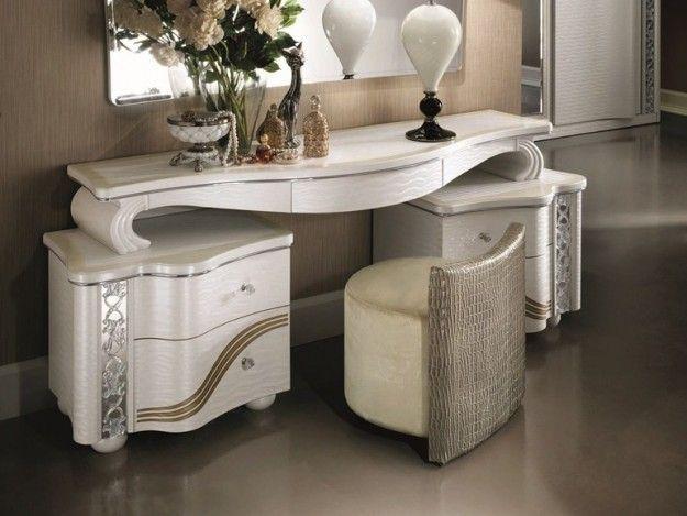 Madia bianca in stile liberty - Arredo in stile liberty con fascia dorata per la camera da letto
