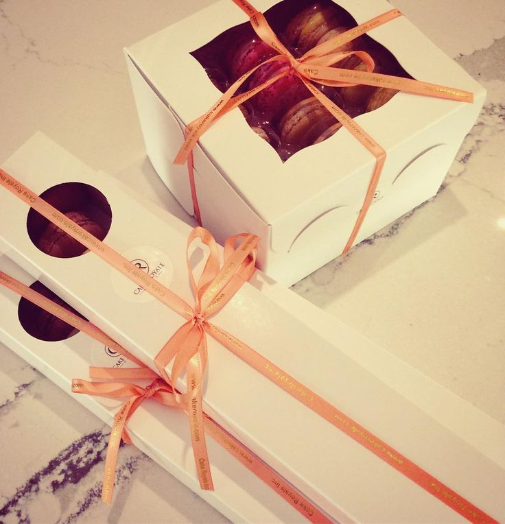 #giftwrappedmacarons #macarons #gift #bow #cakeroyale #cakeroyalecafe #streetsville #mississauga #eventplanning