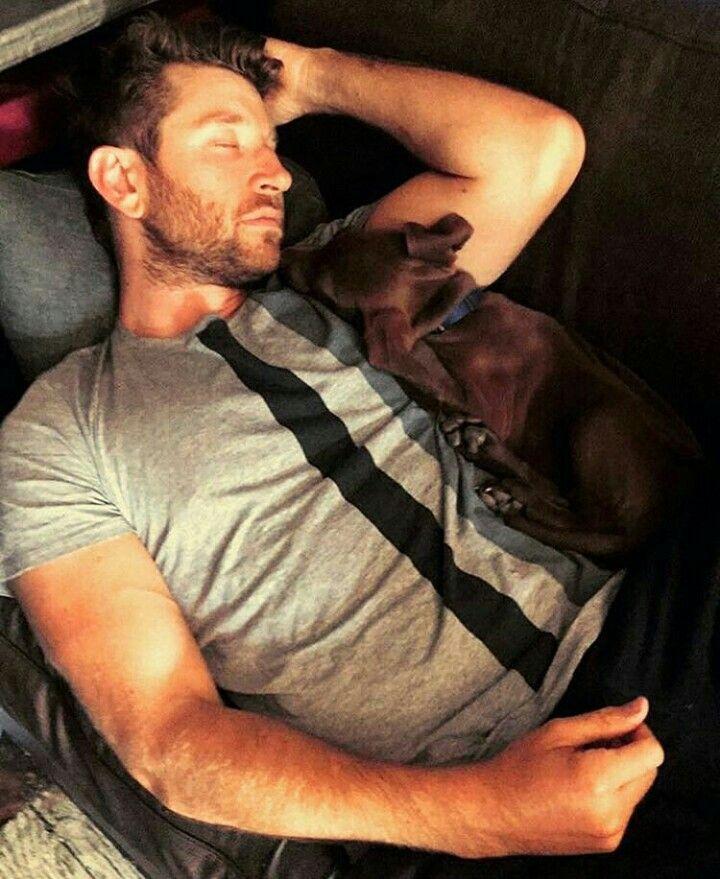 Brett Eldredge and his new puppy Edgar sleeping...so precious. I'm in love.
