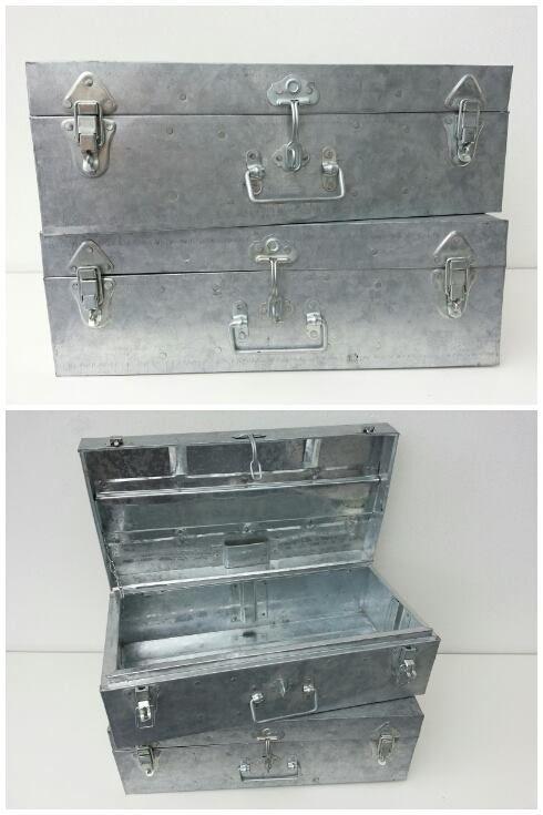 Zinken kist met stoer beslag en handvaten aan de zijkant.  Afm. 48 x 16 x 24 cm € 22,00  www.facebook.com/stoeruhzaken.nl