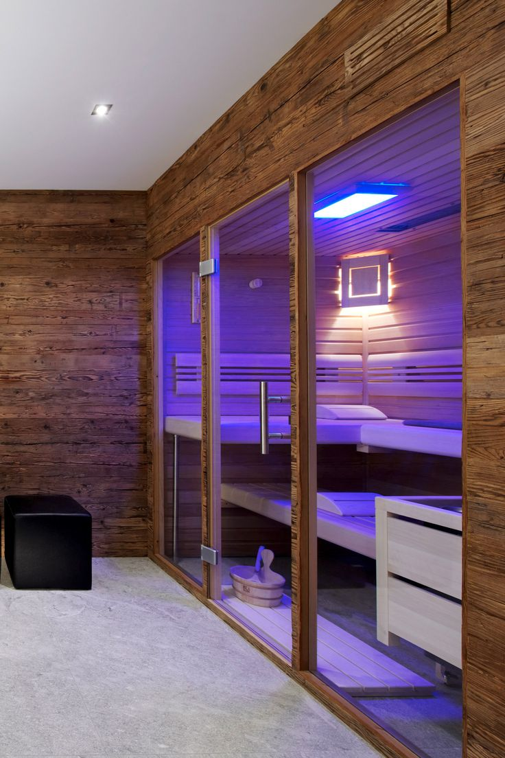 Sogar Eine Großzügige Sauna Fand In Diesem Badezimmer Seinen Platz. Mit  Einer Glasfront Haben Sie