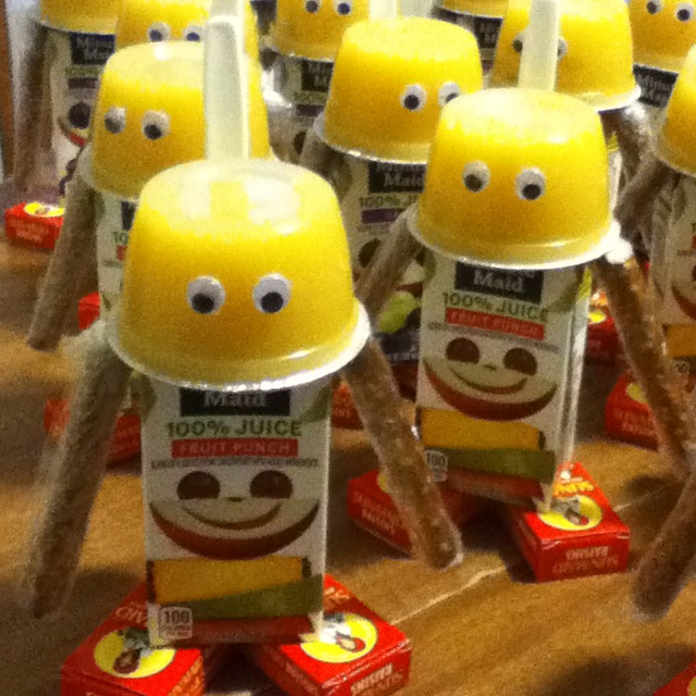 Healthy Robots These would be great for party favors or a healthy classroom treat. A great idea for Brett's class during STAR testing next month.