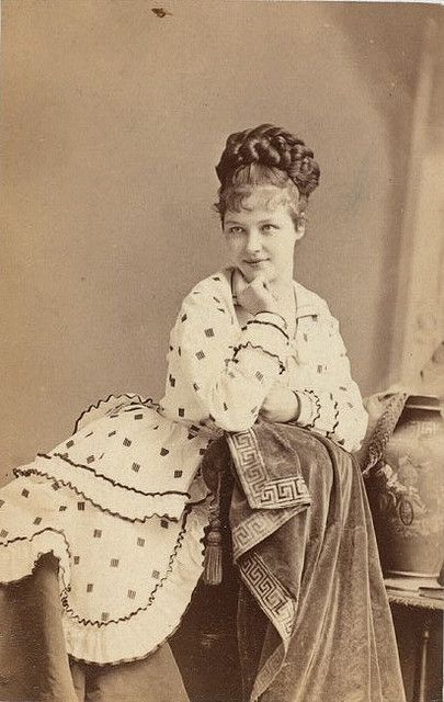 Angelically pretty British Victorian stage actress Rose