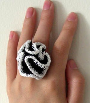 crazy crochet ruffle ring: free pattern