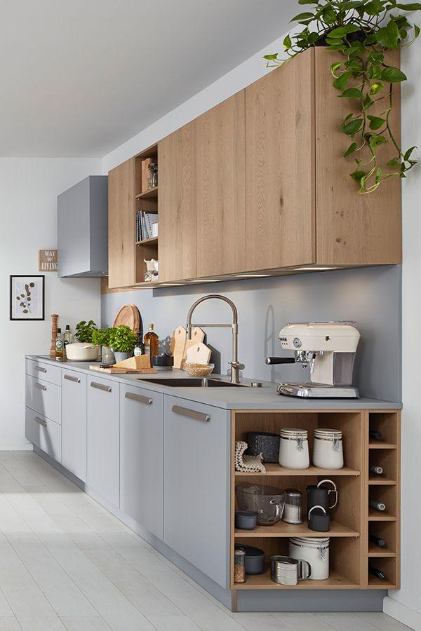 Graue Kuche Mit Holz Hangeschranken Grey Kitchen With Wood Wall Cabinets In 2020 Graue Kuche Kuchen Design Kuche Holz Modern