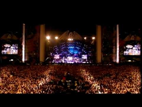 Queen - 'Somebody To Love' (Freddie Mercury Tribute Concert) Love it when the crowd gets involved.