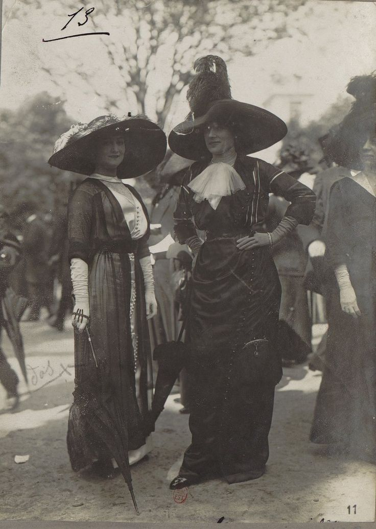 Moda das mulheres francesas 1911-1914, no hipódromo de Longchamp
