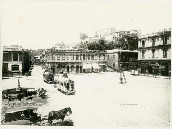 Los mejores almacenes de Chile estaban en la Plaza Echaurren de #Valparaíso.