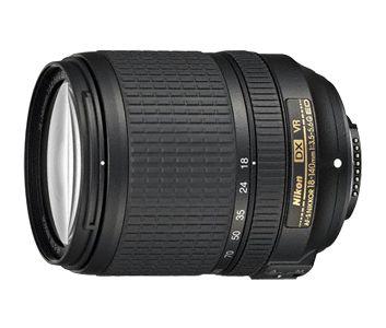AF-S DX NIKKOR 18-140 f/3.5-5.6G ED VR Compacto y versátil objetivo zoom de formato DX.   Con un zoom de 7,8 aumentos que se adapta perfectamente a una gran variedad de sujetos y con una construcción compacta y ligera, este objetivo le convierte en un gran todo terreno.  El sistema de reducción de la vibración minimiza los efectos de sacudida de la cámara para imágenes sin difuminar y ayuda a establecer la definición del visor de la imagen.
