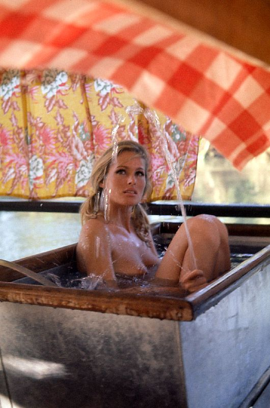 Ursula Andress has a bath in a make-shift tub whilst on location at Spain's Tabernas Desert, during the 1970 filming of Terence Young's western 'Ŝoleíl Roûge' - a/k/a 'Red Sun' - in which she portrayed 'Ĉrístína' alongside co-stars Alaín Delôn,  Ṱoshírō Mífune, and Charles Bronson.