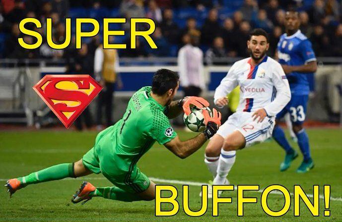Gianluigi Buffon getta la maschera e torna ad essere Superman (foto) dopo le papere in Nazionale e contro l'Udinese. I tifosi gli avevano regalato uno stri