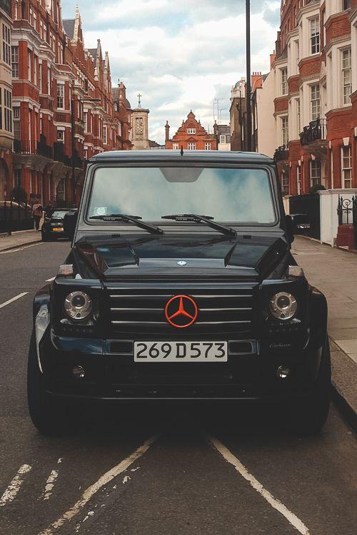 AMG: tres letras mágicas que encierran una promesa de potencia, lujo y pasión. El nuevo Mercedes-Benz G 63 AMG cumple con solvencia esta promesa. El fascinante kit estético AMG, las sobresalientes prestaciones del motor V8 de 400 kW de potencia, la excelente aptitud todoterreno, un comportamiento seguro y previsible y el interior deportivo y lujoso hacen del nuevo G 63 AMG un icono entre los modelos todoterreno de altas prestaciones. #MercedesBenz | #MBG63AMG | #LuxuryCar |