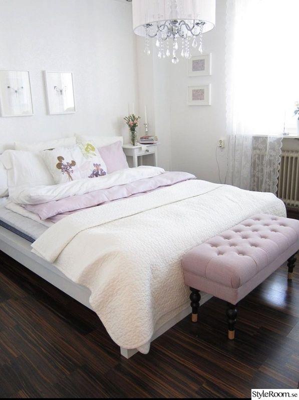 överkast,sovrum,säng,kuddar,takkrona