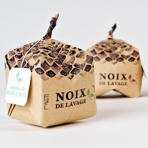 NOIX DE LAVAGE Packaging that identifies its content and are ready to be thrown in the washing machine to get a 100% ecological laundry