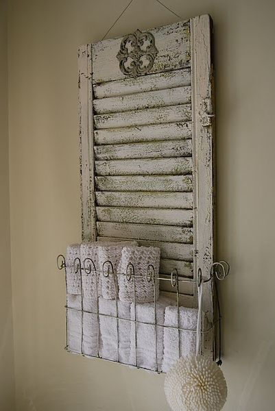 old shutter with towel storage for the powder room!: Old Shutters, Repurpo Shutters, Towels Holders, Old Windows, Shutters Idea, Wire Baskets, Bathroom, Windows Shutters, Repurposed Shutters