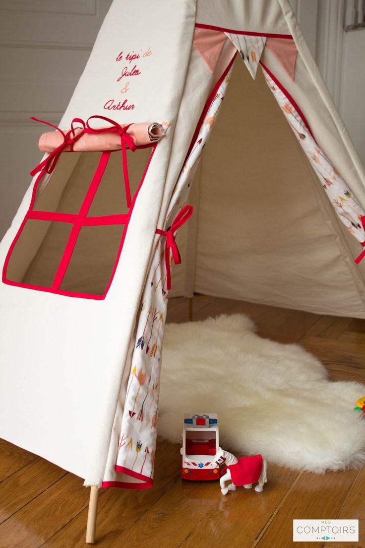 Marie-Anaïs a créé son entreprise « Mes comptoirs »à Lyon. Elle propose des accessoires pour enfants en petite série ou sur mesure.  Elle travaille avec des tissus écologiques, des fournisseurs locaux, et elle fait tous ses déplacements à vélo.  Son site web : http://boutique.mescomptoirs.fr/ Vêtements / enfants / déco / couture / bébé / coussin / tipi / sac / panier / guirlande / couverture / fille / garçon