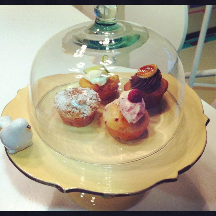 Cakestand with cupcakes by Marie Antoinette que coman pastel