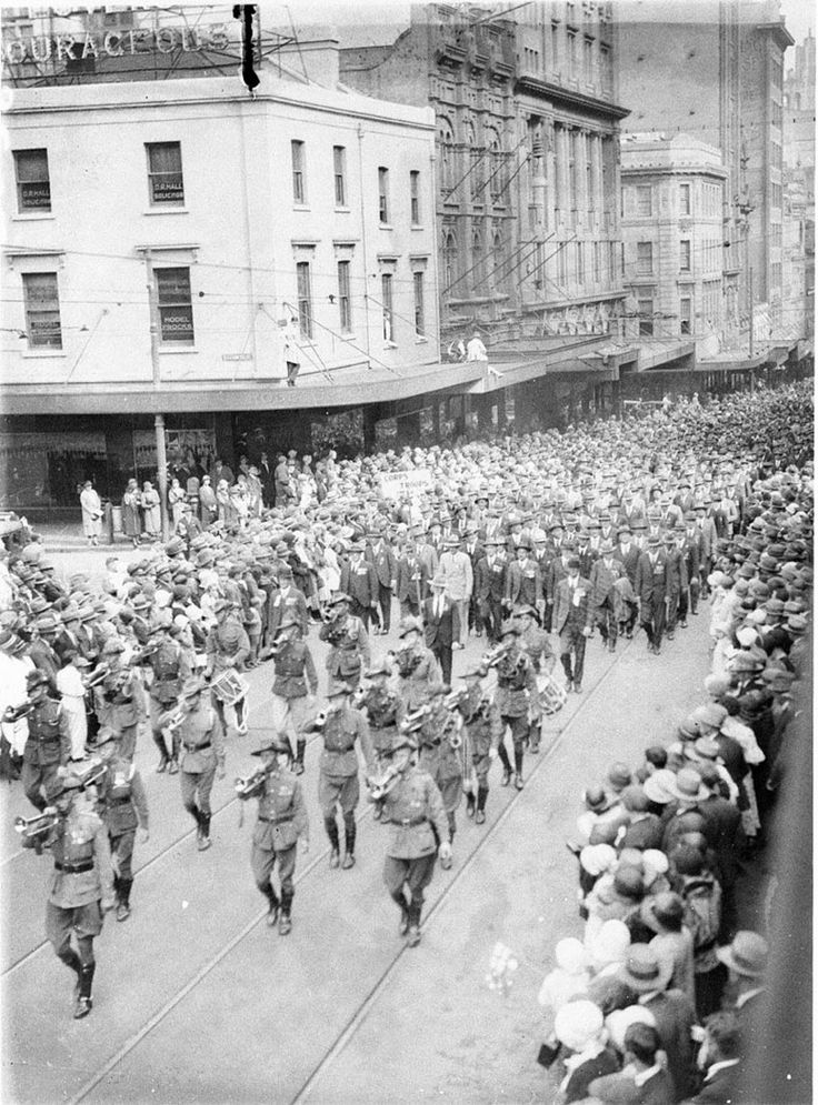 Buglers lead the Anzacs  marching up King Street on Anzac Day in 1931. Mitchell Library, State Library of New South Wales : http://www.acmssearch.sl.nsw.gov.au/search/itemDetailPaged.cgi?itemID=44050