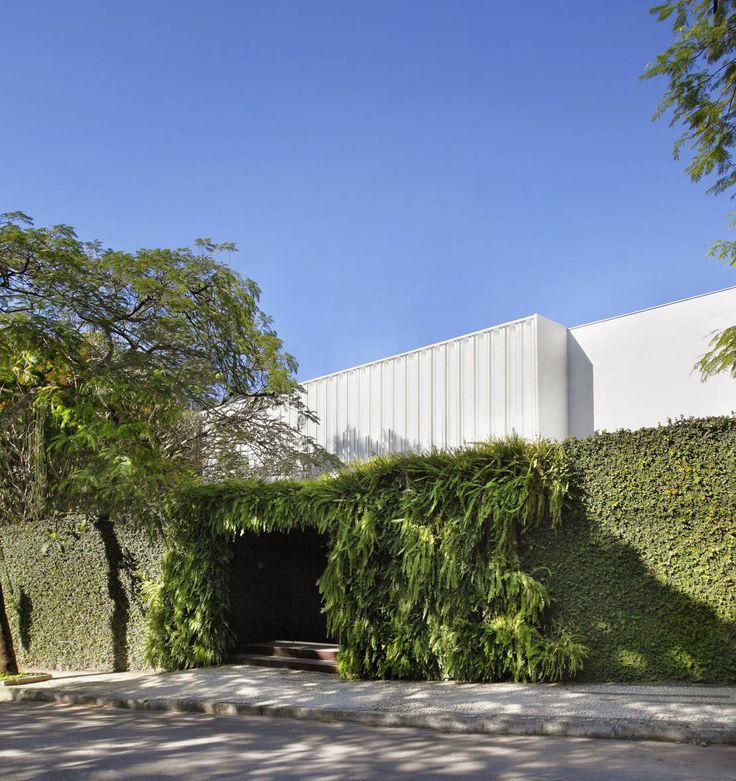 Obra de la arquitecta brasilera Gisele Taranto, esta tiene un diseño de lujo que hace que cada uno de sus espacios sean extramadamente modernos. ¡Mirá!