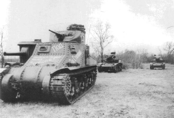 Soviet medium tank M3 Lee tank and two light tanks M3 Stuarts near Don, Autumn 1942 / średni czołg M3 Lee oraz dwa lekki czołgi M3 Stuart w okolicach rzeki Don, jesień 1942 rok