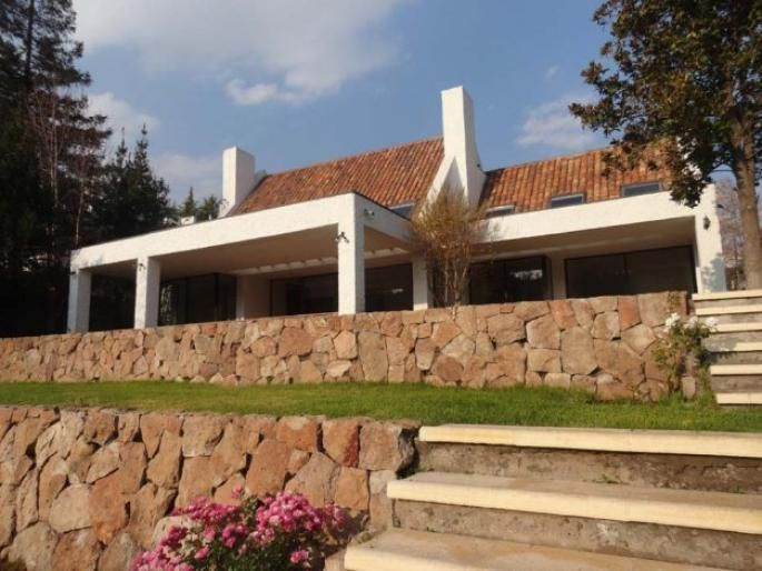 Excelente casa en sector Huinganal Informe de Engel & Völkers | T-1422233 - ( Chile, Región Metropolitana de Santiago, Lo Barnechea, El Huinganal )