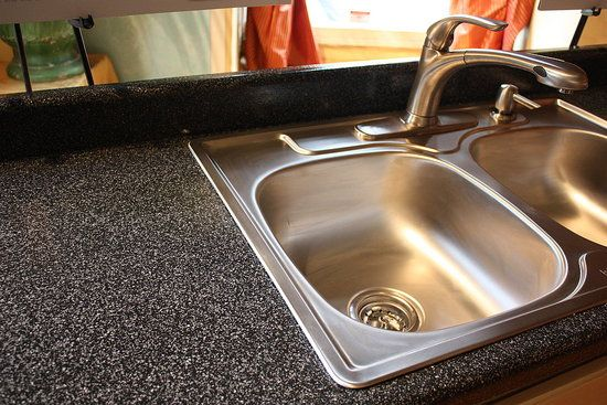 Review of Rust-Oleum Countertop Transformations and Laminate Countertop Refinishing