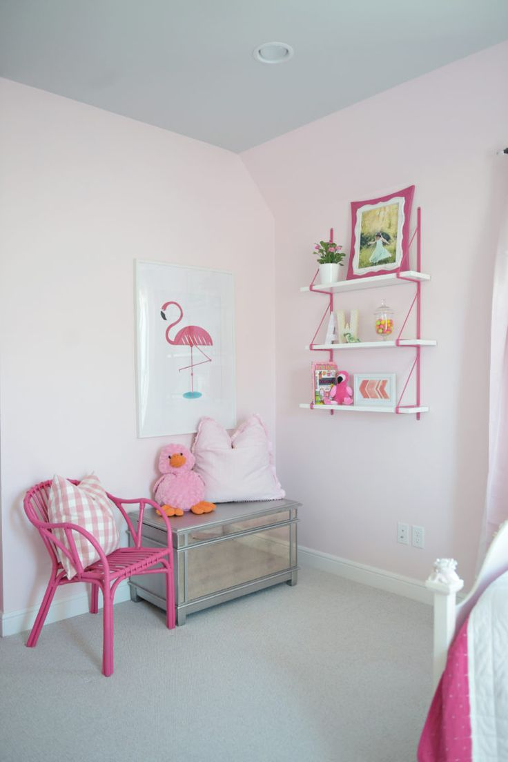 pale pink bedroom with hot pink accents, pantone spring crocus, hot pink, fuchsia, purplish-pink