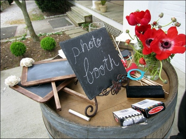 Loved this outdoor photo booth!
