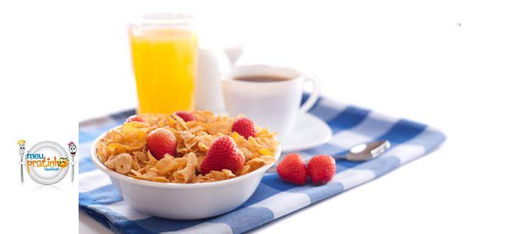 Café da manhã é fundamental para a saúde das crianças. Veja como montar a refeição de forma saudável no blog do Meu Pratinho Saudável.
