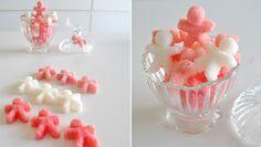 Me han encantado estos terrones de azúcar con forma dehombrecillos que he encontrado en el blog de Margot-Cosas de la vida. Hacerlos en casa es bastante sencillo, y usando moldes y colorante alimentario podrás crear algunos muy divertidos! INGREDIENTES 220 gr. de azúcar 1 cucharadita de agua