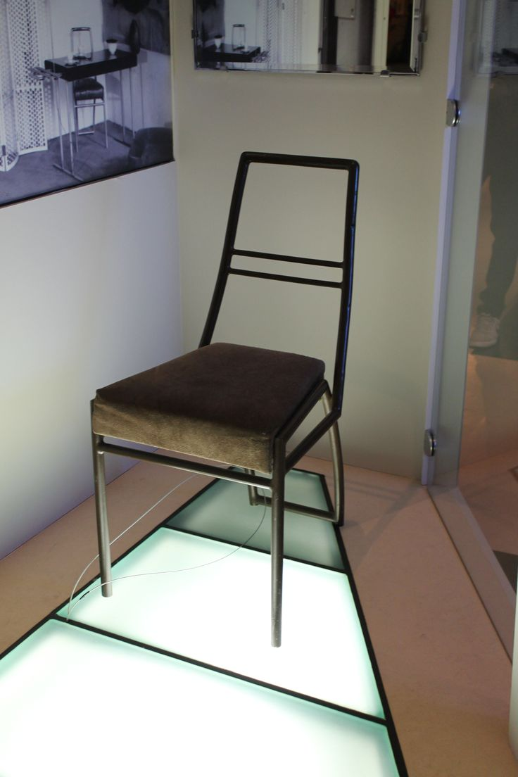 Eileen Gray Chair With Eileen Grey Tisch