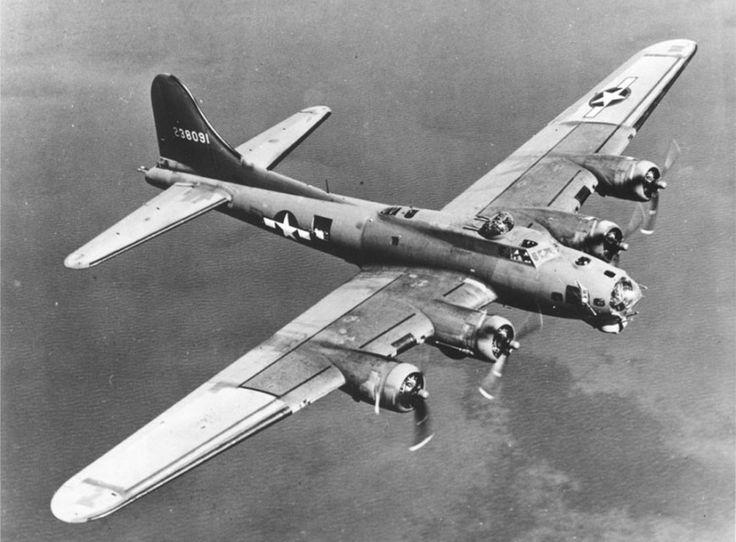 Enquanto os alemães se esforçavam para criar um bombardeiro de longo alcance, B-17 americanos lançavam bombas sobre as fábricas